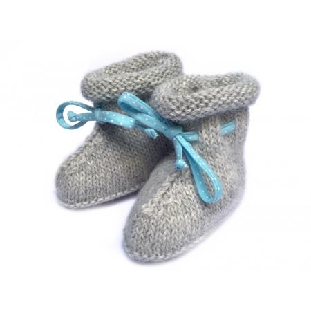 Chaussons bottines alpaga grise et ruban bleu pois blancs
