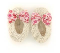 Chaussons ballerines écru nœud tissu liberty fleuri rose et blanc