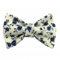 """Child white and blue """"Liberty"""" pattern bow tie"""